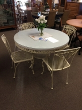 round-metal-table-chairs